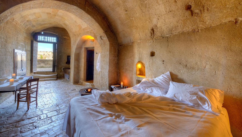 Albergo-Sextantio-Le-Grotte-Della-Civita-Bed