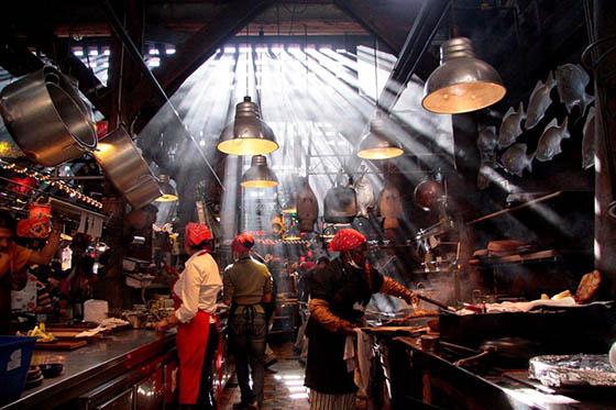 Andrés-Carne-de-Res-kitchen
