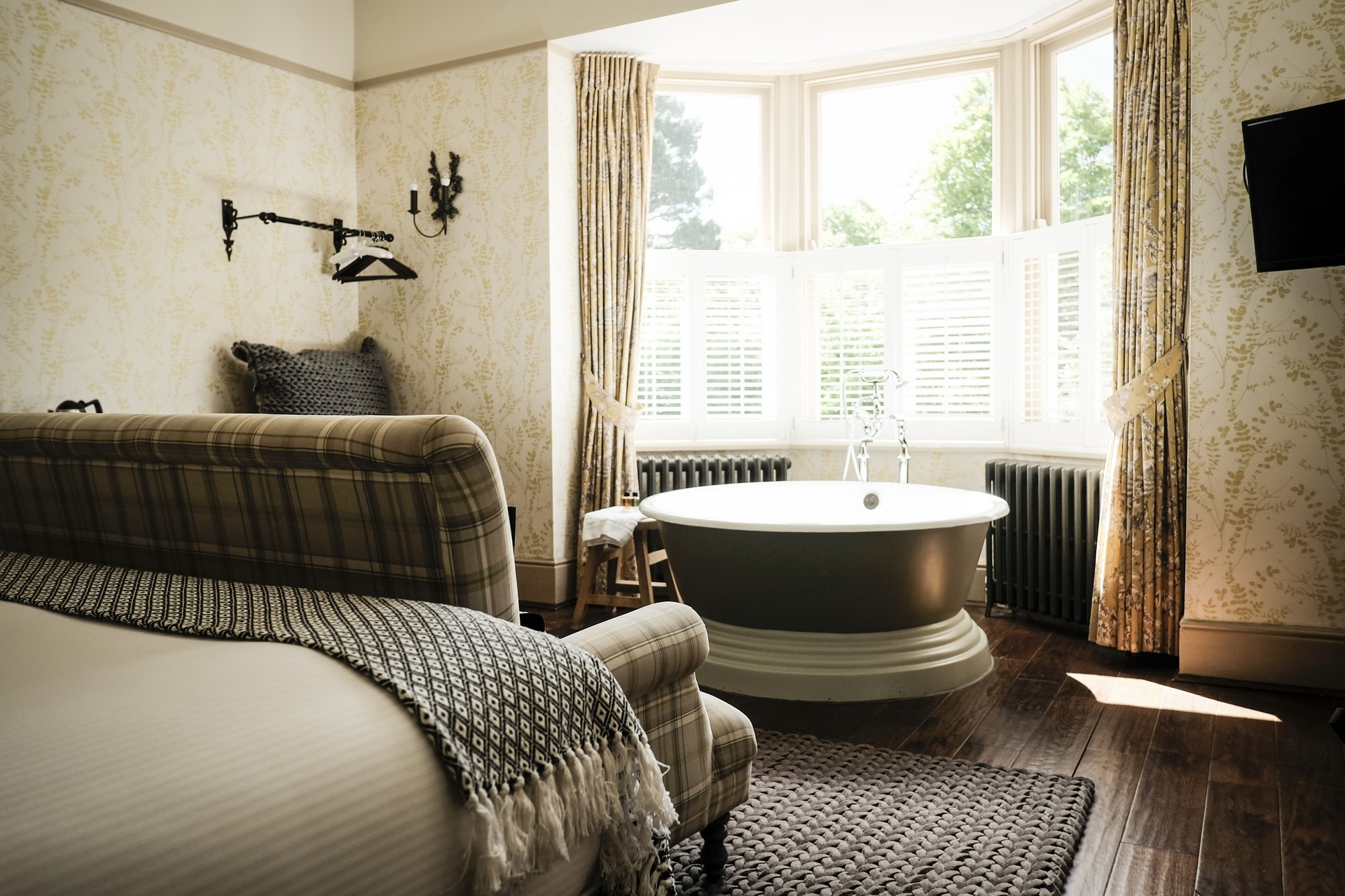 BedRoom-at-the-White-Buck-