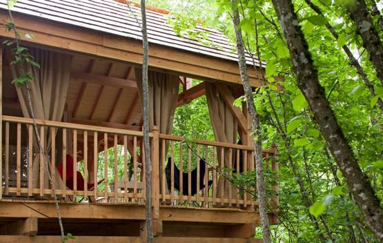 Country-lodge-cabane-outside
