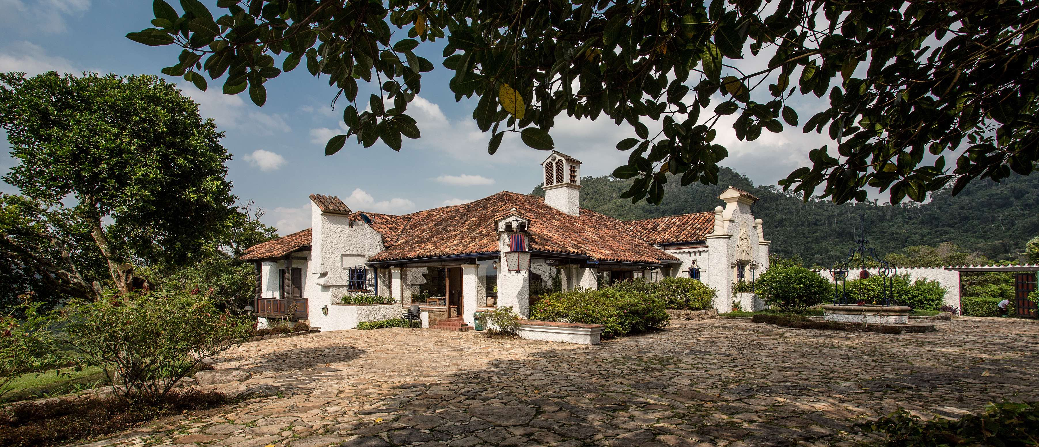 Finca-El-Refugio-Hotel-Spa-Sasaima-Maison