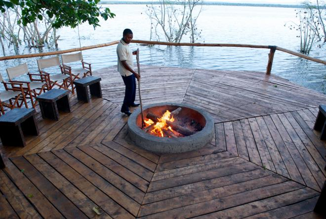 Ruzizi_Fireplace_deck_Mark_Darrough