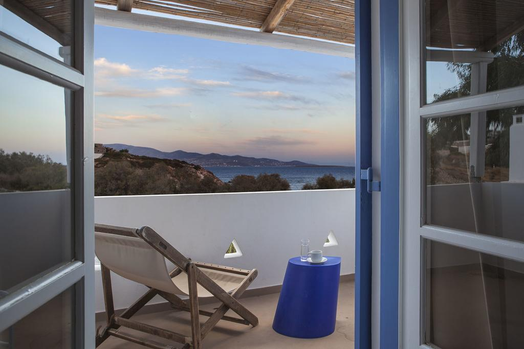 MY TRAVEL DREAMS X BEACH HOUSE ANTIPAROS mer terrasse