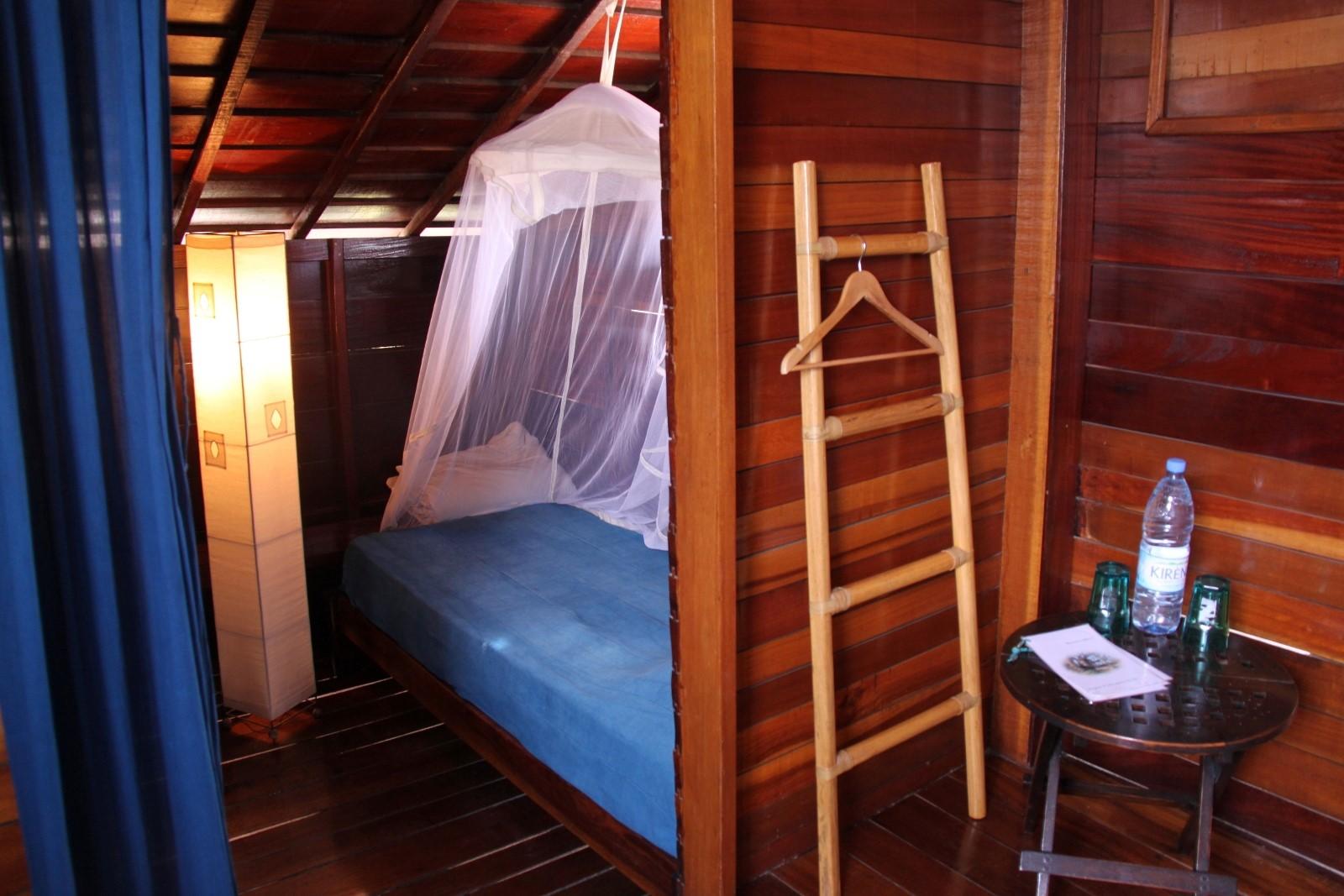Lodge_niassam_robinson_senegal 5 le lit