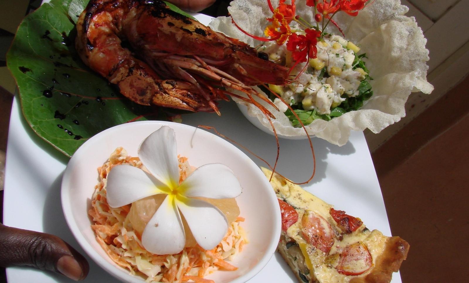 Niassam_lodge_restaurant (3)repas produits_locaux