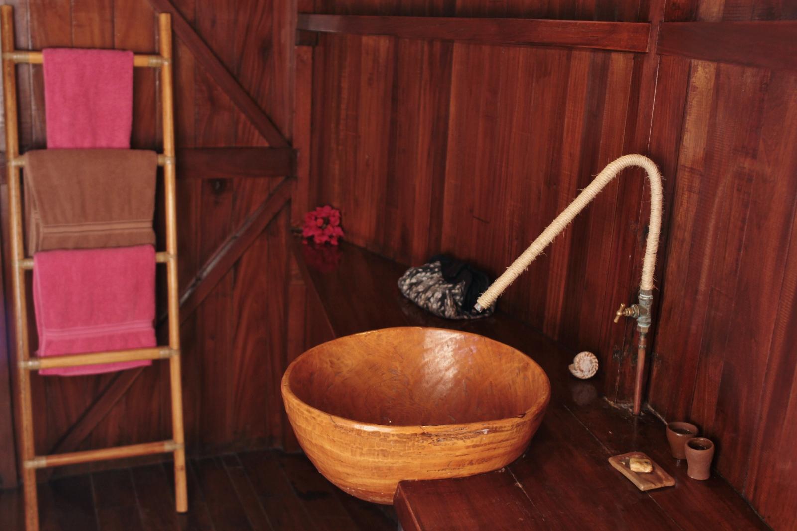 Niassam_lodges_lagune 8 salle de bain vue de pres