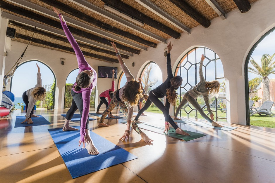 3-Yoga-WellbeingDayTrip-freeridetarifa